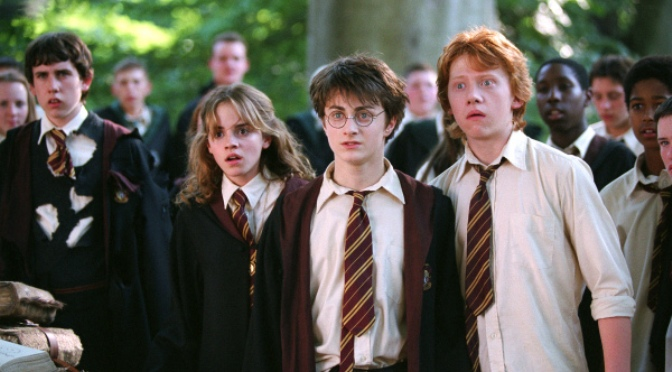 L-R: EMMA WATSON as Hermione Granger, DANIEL RADCLIFFE as Harry Potter and RUPERT GRINT as Ron Weasley in  Warner Bros. PicturesÕ fantasy movie ŅHarry Potter and the Prisoner of Azkaban. Ó photo by Murray Close