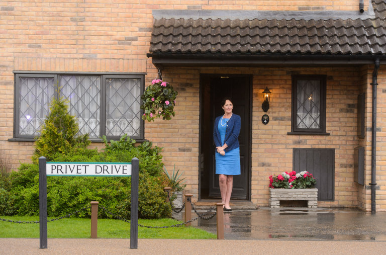 Fiona_Shaw_outside_Privet_Drive